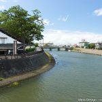 新井田川と山居倉庫