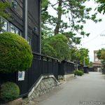 安善寺前の黒塀通り